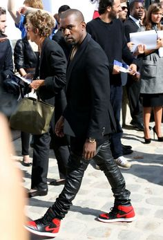 Kanye West wearing Air Jordan 1 « Bred »