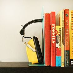 Quick & Easy DIY Home Decor:  Retro Headphone Bookends   Apartment Therapy Reader Project Tutorials