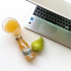 Cerrando ordenador en 3 2 1...  @linda_limon #ventana #diy #packaging #mimomento #healthy #healhtydrinks #healthyfood #pera #frutas #delicatessen #gourmet #gourmetbox #verde #primavera #meriendas #meriendasmolonas #takeamoment #ordenador #ecommerce #enterpreneur by laratitasibarita
