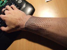 Ideias de Tattoo Masculina Pequena | Pontilhismo no Pulso
