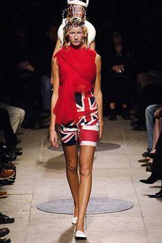Comme des Garçons Spring 2006 Ready-to-Wear Collection Photos - Vogue