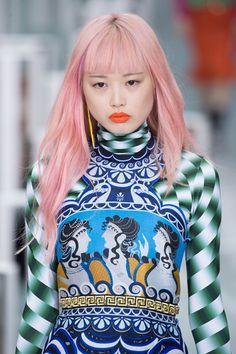Haarkleur ideeën voor 2017 #pinkhair #orangelips #lipstick #summer