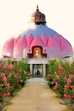 I am always home at the Lotus Temple, (Light Of Truth Universal Shrine) an interfaith meditation hall Satchidananda Ashram, Yogaville, VA What A Wonderful World, Wonderful Places, Beautiful Places, Oh The Places You'll Go, Places To Visit, Unusual Buildings, Spiritus, World Religions, Yoga Retreat