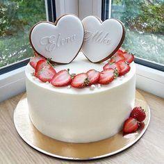 Ideas For Cake Strawberry Cream Birthday Fondant Cakes, Buttercream Cake, Cupcake Cakes, Cupcakes, Beautiful Cakes, Amazing Cakes, Heart Cakes, Birthday Cake Decorating, Cake Birthday