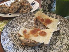 Saftiga scones med mandelmjöl och banan Scones, French Toast, Eggs, Breakfast, Morning Coffee, Egg, Egg As Food, Buns