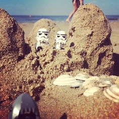 Hahaha! Storm troopers at the beach.