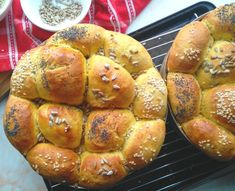Honey Butternut Pull Apart Rolls ⋆ The Gardening Foodie Easy Appetizer Recipes, Appetizers, Cocktail Party Food, Easy Party Food, Pull Apart, Rolls Recipe, Perfect Food, Cooking Classes, Bagel