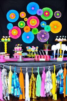 decoracion fiesta de 15 años en neon - Buscar con Google                                                                                                                                                     Más