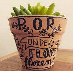 Lettering everywhere 🌿 #lettering #jardinagem #suculenta #porondeflor Lettering Tutorial, Hand Lettering, Monster Inc Party, Cactus Y Suculentas, Painted Pots, Clay Pots, Open House, Flower Pots, Make It Yourself