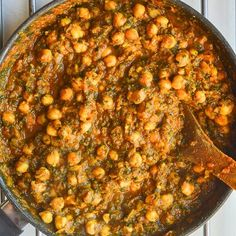 This delicious healthy chickpea curry with spinach and a toch of coconut is not only tasty, it's vegan too! Ready in just half an hour, and incredibly easy to make. Make this healthy Indian curry recipe for dinner any night of the week. Easy peasy fakeway! Try this curry and you'll never need another chickpea curry recipe again! Don't believe me? Check out the reviews! #chickpeacurry #chickpeaspinachcurry #chanapalak #bestcurryrecipe #fakeawayrecipesReady in just half an hour, and incredibly