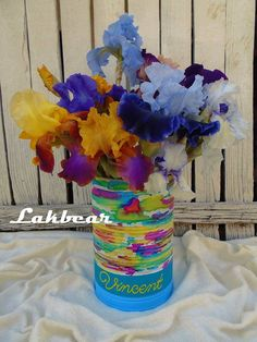 Lakbear has shared 1 photo with you! Tin Flowers, Flower Vases, Diy Recycle, Recycling, Centerpieces, Tins, Projects, Beautiful, Photos