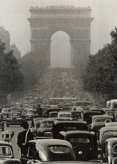 Robert Doisneau- Paris Trafic Jam  Champs Elysee