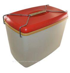 Vintage jaren '60-'70 koelbox of Frigobox van Curver in rood/wit | PLASTIC DESIGN | Retro & Design - 2nd hand collectibles - Webshop voor Retro-Vintage woonaccessoires Plastic Design, Retro Design, Retro Vintage, Van, Vans, Vans Outfit