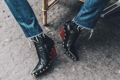 Céline firma los zapatos de moda más vistos durante las Semanas de la Moda. Botines de punta con tachuelas y tacón de madera, el modelo que más...