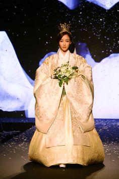 131008170919-korean-hanbok-6.jpg (1200×1800)