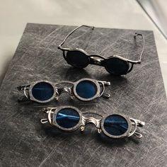 sunglasses hombre Amazing Aluminum and carbon fibe - sunglasses Trending Sunglasses, Round Sunglasses, Mens Sunglasses, Carbon Fiber Sunglasses, Steampunk Sunglasses, Cool Glasses, Bohemian Look, Retro, Fancy