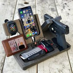 A great shot of our EDC Valet XL with Apple watch dock from one of our customers! Woodworking Plans, Woodworking Projects, Diy Projects, Cool Wood Projects, Support Telephone, Gun Storage, Storage Chair, Edc Everyday Carry, Edc Gear
