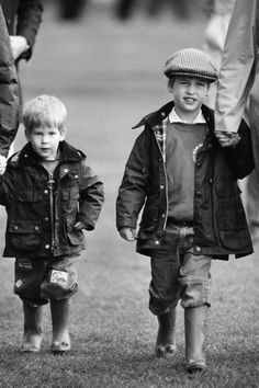 How sweet! Prince William and his younger brother, Prince Harry, had the cutest childhood photos — especially when they posed with their late mother, Princess Diana. Though Diana tragically passed … Lady Diana, Diana Son, Prince William Et Kate, Prince Harry And Meghan, Prince Charles, Prince Henry, Diana Spencer, Princesa Diana, Prince And Princess