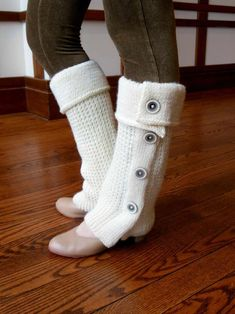 Tout Boutonné Leg Warmers Free Easy Knitting Pattern - knit flat and seemed. And 13 more free easy knitting patterns