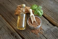 The Cleveland Clinic explains that you cannot use one cooking oil for every type of cooking. Some oils can't take any heat, like flaxseed oil; Herbal Tinctures, Herbalism, Herbal Remedies, Natural Remedies, Making Essential Oils, How To Make Oil, Healthy Oils, Best Oils, Exfoliant