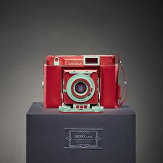 Vintage Film Cameras Meticulously Built From Colored Paper by Lee Ji-Hee  Lee Ji-hee builds paper models of old film cameras, recreating the details of their every mechanism through expertly folded paper. Although his paper cameras match the original in every aspect of their form, the colors he selects for his designs are much different. Instead of matching the black, brown, & grey color schemes consistent with the 1952 Leica IIIf Red Dial or 1938 Super Kodak Six-20, Lee chooses flashy…