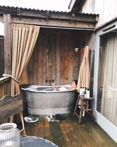 Dreaming of Soho Farmhouse Look out for our TROY & Wax parkas in The Store! Outdoor Tub, Outdoor Baths, Outdoor Bathrooms, Outdoor Rooms, Casa Soho, Rustic Farmhouse, Soho House Farmhouse, Soho Farmhouse Interiors, Cabins In The Woods