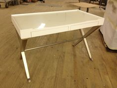 819-762 Desk from Metro Luxe finished with a Pearl Top and Platinum base.