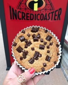 The 'Incredible' New Dessert at Disneyland That Has Fans Lining Up Jack-Jack's Cookie Nums Nums are so good you'll want to buy two and ask questions later. Disney Desserts, Disney Snacks, Disney Recipes, Best Disneyland Food, Cute Food, Yummy Food, Comida Disney, Disney World Food, Disney Dining