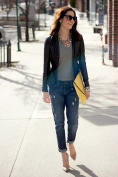 Eu gosto da ideia calça jeans rasgada + sueter ou casaco mais arrumadinho tipo tweed + scarpin.