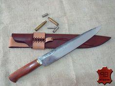 """Bainha feita sob medida para faca by Peter Hammer. Faca com 17"""" de comprimento total, 12"""" de lâmina e com 4,5cm de largura. Bainha em soleta bovina, tingida e costurada a mão."""