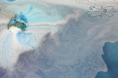 Drop this bath bomb in the tub and wait for the show. This bomb lasts over 10 minutes and replicates Van Goghs painting of Starry Night, leaving