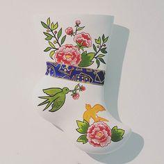 한 발  _ . . #SeoyonChoe #YCeramics #collaboration #Castelbajac #home #ceramics #interior #living #Korean #traditional #socks #Beoseon . #최서연 #콜라보 #까스텔바쟉홈 #버선 #도예 #인테리어 #리빙 #소품 #패션그룹형지 #비전센터에서 #전시중 . @seoyonc