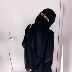 Love it🌹 photooftheday photography captionplus love instagood commentteam comments commenter commentalways commentback commentbelow instapic comment commenting pleasecomment Arab Girls Hijab, Muslim Girls, Muslim Women, Hijab Niqab, Mode Hijab, Hijab Outfit, Hijabi Girl, Girl Hijab, Islamic Fashion
