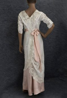 Hand-embroidered tea dress trimmed with Irish crochet, c.1910 (back)