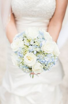 24 Summer Wedding Bouquet Ideas >> Summer are lucky to have the most beautiful flowers in season for their bouquet. Whichever summer wedding bouquet you choose, be sure your it reflects your personality. See more wedding bouquet ideas . Beach Flowers, Prom Flowers, White Wedding Flowers, Bridal Flowers, Floral Wedding, Wedding Colors, Trendy Wedding, Wedding Ideas, Wedding White