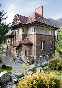 Beautiful outside, amazing inside. The Beautiful Country, Beautiful Homes, Bucharest Romania, Traditional House, Architecture, House Tours, Villa, Exterior, House Design