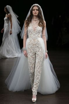See the complete Naeem Khan Bridal Spring 2018 collection.