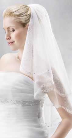 We are always able to custom make our veils. Here we can add or deduct crystals and pearls as requested! (2886)