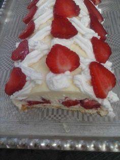 Cake with strawberries Donut Recipes, Baking Recipes, Cake Recipes, Dessert Recipes, Torte Recepti, Kolaci I Torte, Brze Torte, Torte Cake, Candy Cakes