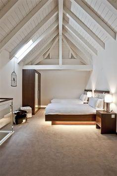 The Cambrian hotel designed by Peter Silling & Associates     /     Idea iluminar los bajos de la cama!!!!!
