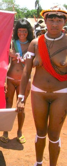 Nude Yawalapiti tribe women