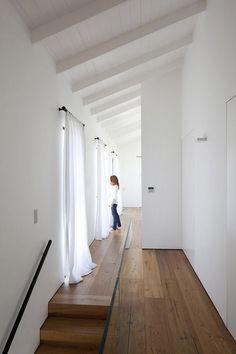 Inspiring Home Design in Israel Blurring Indoor/Outdoor Boundaries… Modern Interior, Interior Architecture, Interior Design, Modern Family House, Curtain Designs, Curtain Ideas, White Walls, Minimalist Design, Home Fashion