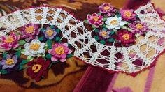 Centro de mesa em crochê com flor de lótus. Minha versão deste centro com aproveitamento de resto de linhas.