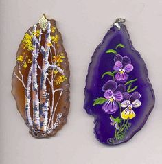 A couple of my rocks as jewelry. These are two agate slices enhanced with little miniature paintings. Wire Wrapped Jewelry, Wire Jewelry, Jewelry Crafts, Jewlery, Agate Decor, Painted Rocks, Hand Painted, Stone Painting, Rock Painting