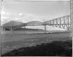 Construction du pont de Québec en, 1917 Quebec Montreal, Construction, Belle Villa, Civil Engineering, Bridges, Images, Canada, North America, Antique Pictures