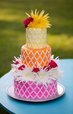 Love this colorful wedding cake! @cindyscakery