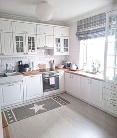 30 Designs Perfect for Your Tiny Kitchen White Kitchen Cabinets Designs Kitchen kitchencabinetskitchenrugskitchenide Perfect Tiny Kitchen Room Design, Kitchen Interior, New Kitchen, Kitchen Decor, Kitchen White, Kitchen Modern, Kitchen Ideas, Kitchen Small, Life Kitchen