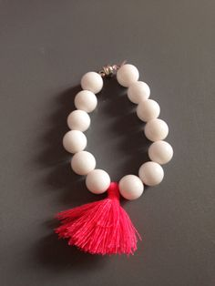 Bracelet tendances été 2014 Pearl Earrings, Pearls, How To Make, Jewelry, Fashion, Pom Poms, Trendy Bracelets, Lobster Clasp, Trends