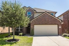 •Home did not flood! Charming 3 bed, 2.5 bath home on a quiet street in Willow Creek Farms with great curb appeal.  •Kitchen w/ upgraded SS appliances and granite counters opens up to the living room.
