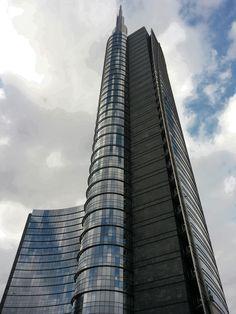 Unicredit Tower, piazza Gae Aulenti, Milano. Porta Nuova, porta Garibaldi. Cesar Pelli Architects Studio.